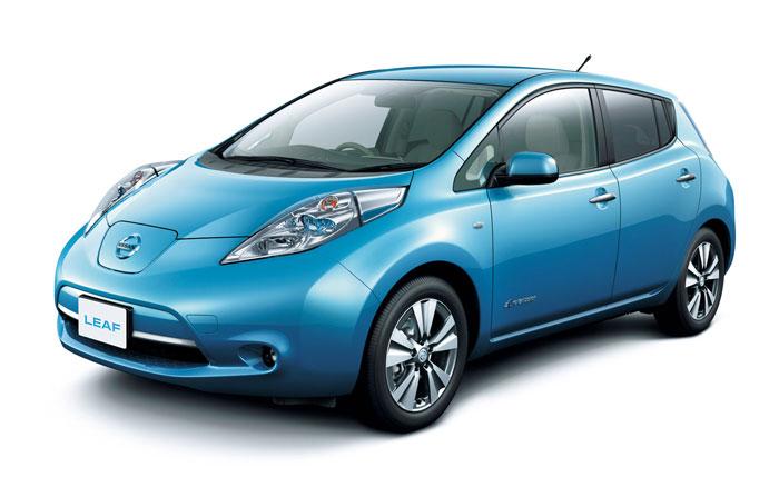Первый в мире серийный электромобиль Nissan Leaf.