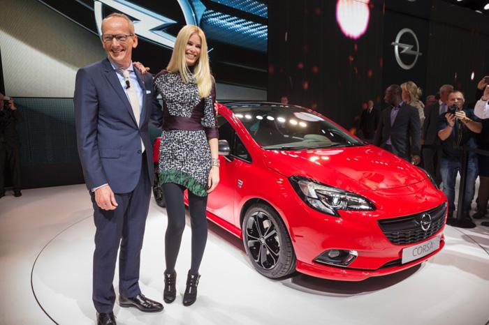 Клаудиа Шиффер представила новый Opel Corsa на Парижском автосалоне