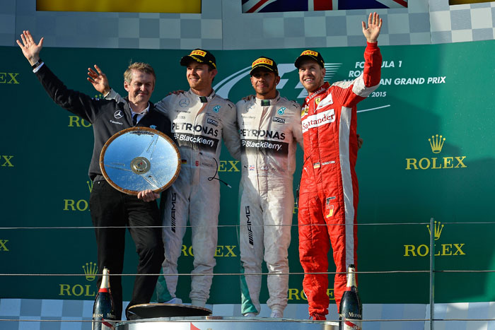 Льюис Хэмильтон выиграл гонку в Австралии