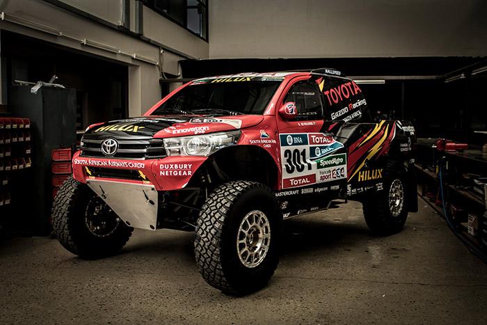 Toyota готовит прототип Hilux Evo к участию в ралли-рейде Дакар-2017