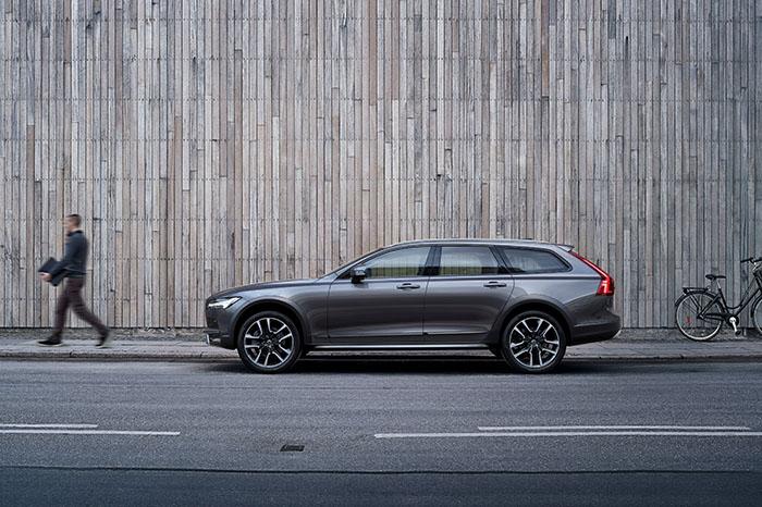 Новый автомобиль Volvo V90 Cross Country