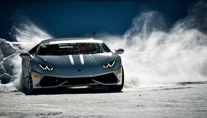 В Lamborghini провели зимнюю академию вождения