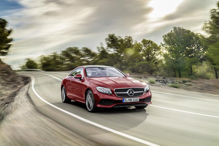 Новый стильный Mercedes-Benz Е-Класс купе
