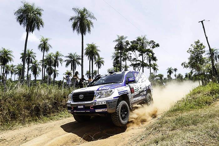 Внедорожники Toyota Land Cruiser на «Дакаре-2017» одержали победу в зачете серийных автомобилей